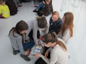 AUTOBAHNi mäng Pärnu raamatukogus